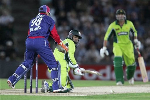 Pakistan's Mohammad Yousuf sweeps a ball from England's James Dalrymple (not in picture) during the third ODI at Rose Bowl in Southampton on Tuesday.