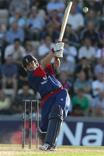 England's Chris Read hits a ball from Pakistan's Rana Naved-ul-Hasan (not in picture) during the third ODI at Rose Bowl in Southampton on Tuesday.