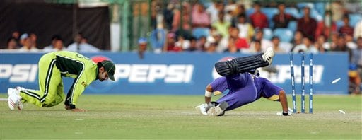 Sri Lanka's Marwan Atapattu, right, dives to complete his run after Pakistan's Muhammad Hafeez run out Atapattu in the one day international cricket match for the ICC Champions Trophy in Jaipur on Tuesday.