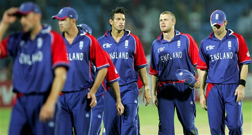 England's cricketers Andrew Flintoff, second right, along with his teammates walk back towards the pavilion after Australia beat England during the one-day international cricket match for the ICC Champions Trophy in Jaipur, India, Saturday, October 21, 2006. (AP Photo/Aman Sharma)