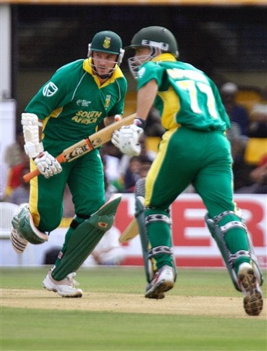 South Africa's captain Graeme Smith, left, and Boeta Dippenaar run between the wickets in their ICC Champions Trophy cricket tournament match against Sri Lanka in Ahmadabad on Tuesday.