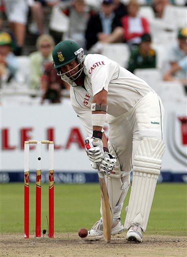 South Africa's batsman Jacques Kallis bats on the final day of the 3rd and final Test cricket match against India at Newlands stadium in Cape Town