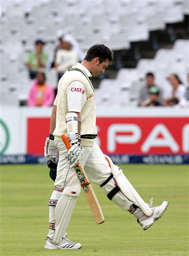 South Africa's batsman Graeme Smith, leaves the field after his dismissal by India's bowler Zaheer Khan for 55 runs on the final day of the 3rd and final Test match against India at Newlands stadium in Cape Town
