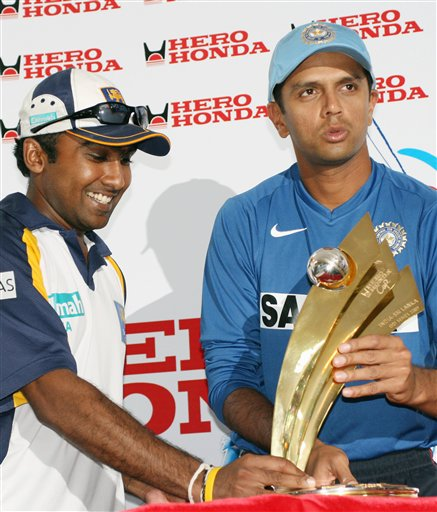 Indian cricket captain Rahul Dravid, right, with his Sri Lankan counterpart Mahela Jayawardane unveils the Hero Honda Trophy during a press conference in Kolkata on Wednesday, February 7, 2007.