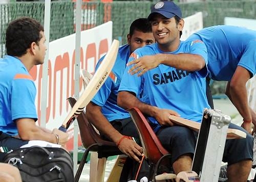 India captain Mahendra Singh Dhoni chats with teammate Sachin Tendulkar during a practice session practice session at The R Premadasa Stadium in Colombo on Wednesday. (AFP Photo)