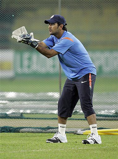 India captain Mahendra Singh Dhoni participates in a practice session at The R Premadasa Stadium in Colombo on Wednesday. (AFP Photo)