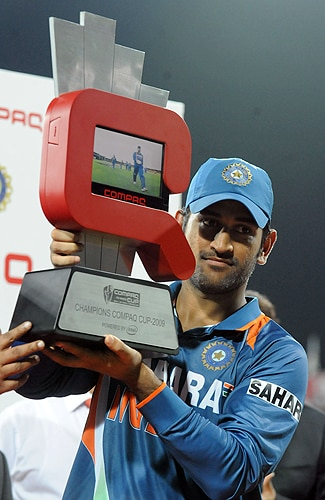 Indian captain Mahendra Singh Dhoni holds the trophy after victory in the Tri-Nation Championship trophy final ODI match against Sri Lanka at the R. Premadasa Stadium in Colombo on Monday. (AFP Photo)
