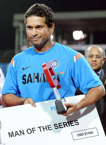 India's Sachin Tendulkar takes Man of The Series and holds the trophy after victory in the in the Tri-Nation Championship trophy final ODI match against Sri Lanka at the R. Premadasa Stadium in Colombo on Monday. (AFP Photo)