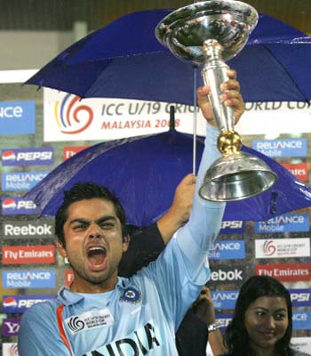 <b>Top of the world:</b>India captain Virat Kohli holds the trophy after winning the ICC U/19 Cricket World Cup. (© AP)