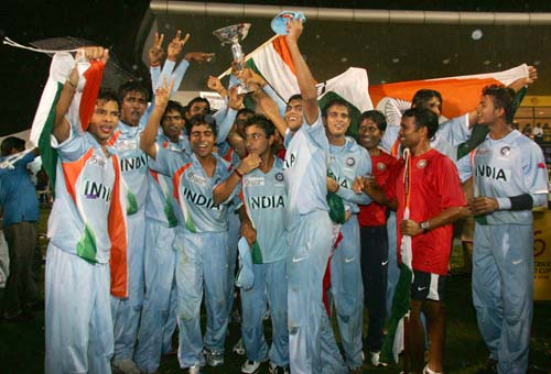 <b>Best among the rest:</b>The India team pose after winning the ICC U/19 Cricket World Cup final. (© AP)