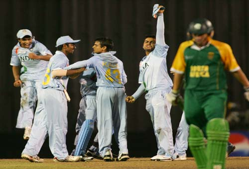 <b>Joys all the way:</b> The India team celebrate after bowling out South Africa's captain Wayne Parnell (© AP)