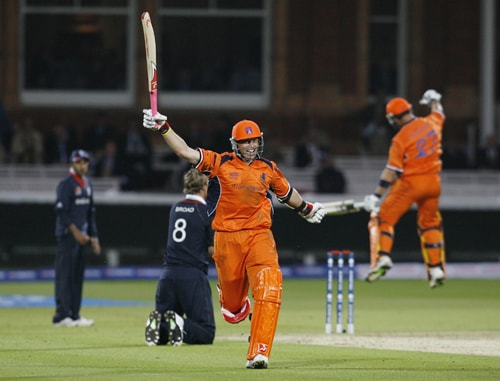Netherlands' Edgar Schiferli celebrates getting the 2 runs and winning the match after England's Stuart Broad misses the stumps during their ICC World Twenty20 match at Lord's cricket ground in London. (AFP Photo)