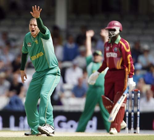 South Africa's Wayne Parnell appeals unsuccessfully for the wicket of West Indies' Andre Fletcher during their World Twenty20 Super Eights match at the Oval in London. (AFP Photo)