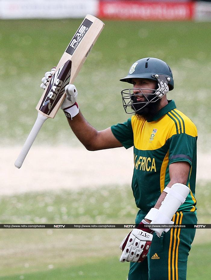 Amla become the fastest batsmen to reach 4000 ODI runs, in 81 innings, en route to his 12th ODI century. (AFP image)