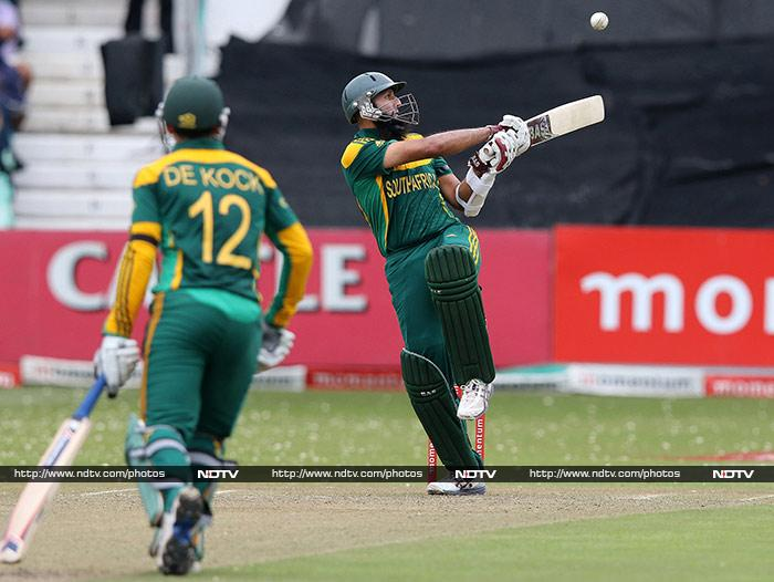 Hashim Amla and Quinton de Kock hit centuries as South Africa beat India by 134 runs to take a 2-0 lead in the three-match series. (AFP image)