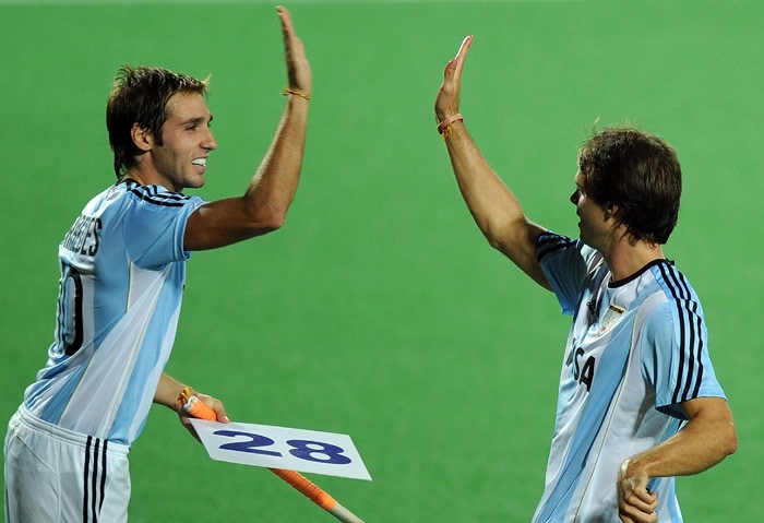 Argentinian hockey player Facundo Callion (R) celebrates with a teammate after scoring a goal against New Zealand during their World Cup 2010 match at the Major Dhyan Chand Stadium in New Delhi. (AFP Photo)