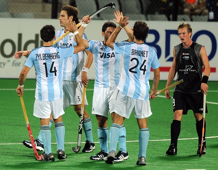 Argentinian hockey players celebrate their victory over New Zealand at the end of their World Cup 2010 match at the Major Dhyan Chand Stadium in New Delhi. (AFP Photo)