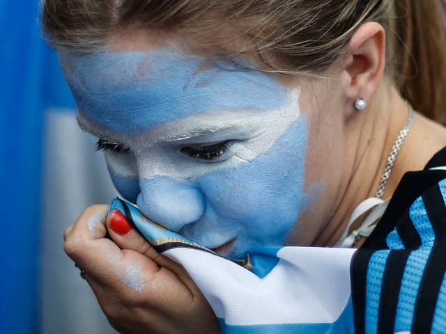 Argentina Fans Rejoice, Dutch Curse Cruel Penalty Shootout