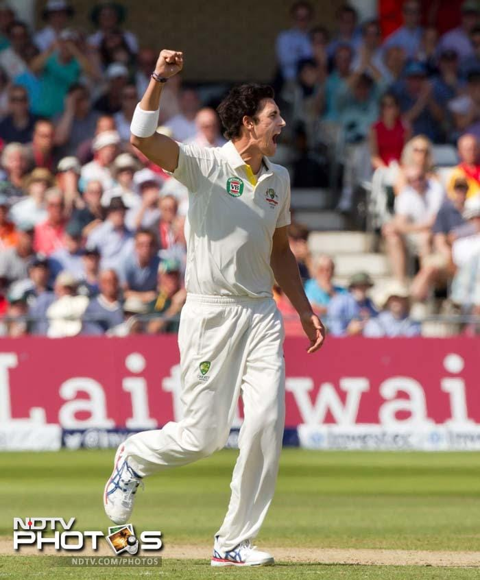England's start in the second innings was quite disastrous. Mitchell Starc removed Joe Root (5) in the eight over.