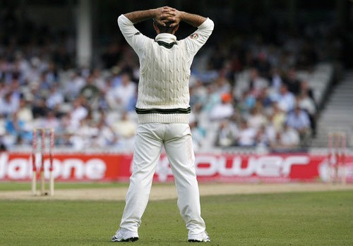 Australian captain Ricky Ponting gestures on the first day of the fifth and final Ashes Test at the Brit Oval in London on Thursday. (AFP Photo)
