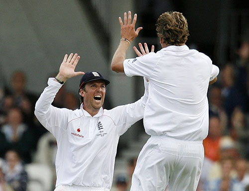 England's Stuart Broad celebrates the wicket of Australia's Michael Hussey for LBW and 0 runs, with England's Graeme Swann on the second day of the fifth and final Ashes Test match at the Brit Oval in London, on Friday. (AFP Photo)