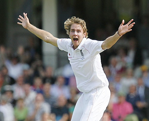England's Stuart Broad celebrates the wicket of Australia's Michael Hussey on the second day of the fifth and final Ashes Test match at the Brit Oval in London, on Fiday. (AFP Photo)