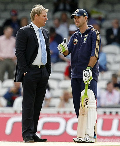 Australia's captain Ricky Ponting talks to former Australian cricketer, now commentator Shane Warne prior to the start of the third day of the final Ashes Test match against England in London, on Saturday. (AFP Photo)