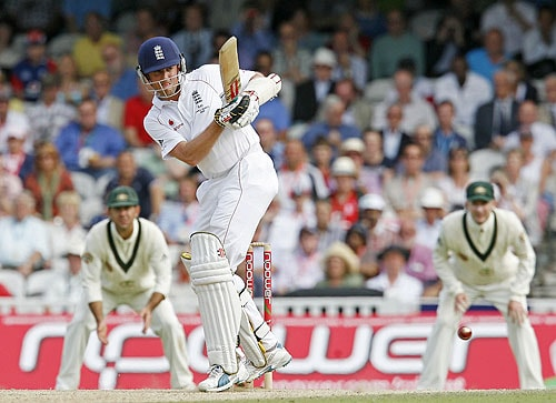England's Graeme Swann plays a shot during the third day of the final Ashes Test match against Australia at the Brit Oval in London, on Saturday. (AFP Photo)