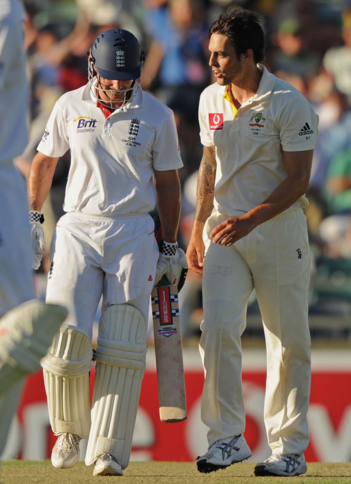 Australian bowler Mitchell Johnson talks with England captain Andrew Strauss as play finishes on day one of the third Ashes Test at the WACA Ground in Perth. (AFP Photo)