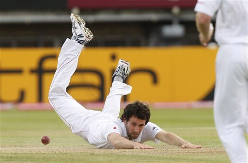 Graham Onions narrowly fails to catch Shane Watson on Day 4 of the third Ashes Test between England and Australia in Birmingham. (AP Photo)