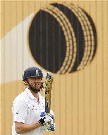 Andrew Flintoff takes to the field to bat on his way to an innings of 74 on Day 4 of the third Test between England and Australia in Birmingham. (AP Photo)