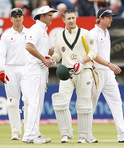 Michael Clarke shakes hands with Andrew Strauss after their team's draw on the fifth day of the third Ashes Test match between England and Australia in Birmingham on August 3, 2009. (AP Photo)