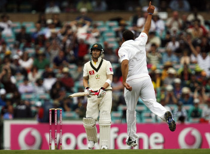 English bowler Tim Bresnan celebrates as Australian stand-in captain Michael Clarke leaves the field after being dismissed during the first day of the fifth Ashes cricket Test at the Sydney Cricket Ground. (AFP Photo)