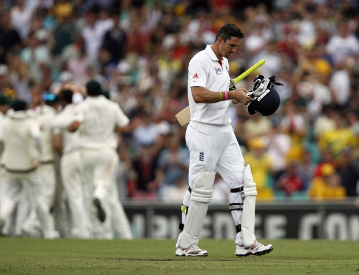 England batsman Kevin Pietersen leaves the field after being caught out by Michael Beer of Australia for 36 runs during the second day of the fifth Ashes Test at the Sydney Cricket Ground (SCG) in Sydney. (AFP Photo)