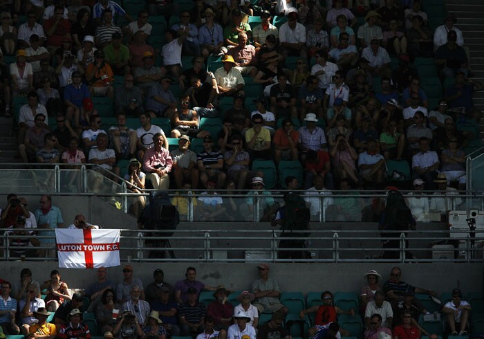 A beam of sunlight lights up spectators as they watch Australia take on England during the fourth day of the fifth Ashes Test at the Sydney Cricket Ground in Sydney. (AFP Photo)