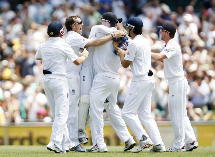 England players celebrate after Shane Watson of Australia was run out by Kevin Pietersen during the fourth day of the fifth Ashes Test at the Sydney Cricket Ground in Sydney. (AFP Photo)