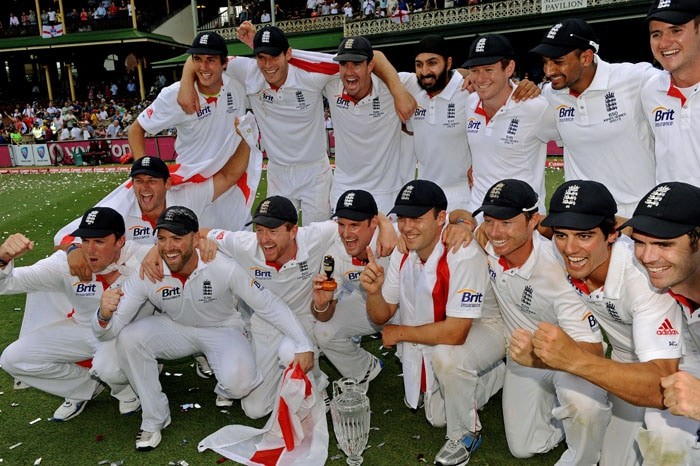 Dominant England claimed their first Ashes series in Australia for 24 years with their third innings victory over the home team in the final Sydney Test. (AFP Photo)