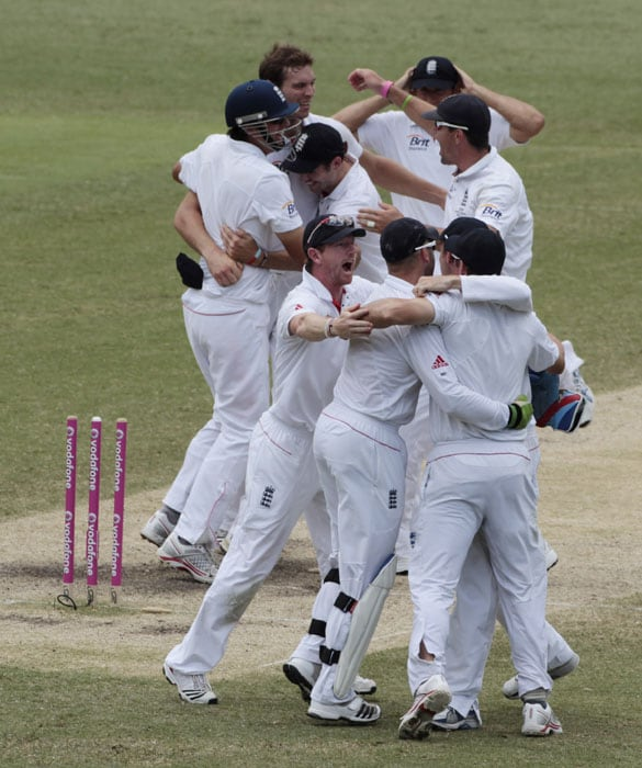England players celebrate after they defeated Australia in the fifth and final Ashes cricket test at the Sydney Cricket Ground. (AP Photo)