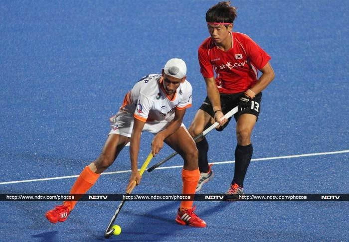 The Indian team put up a fighting second-half show against defending champions South Korea in the final of the Asia Cup. <br><br>The final scoreline in a pulsating 3-4 contest however eventually swung the other way as Korea emerged champions. (AP images)