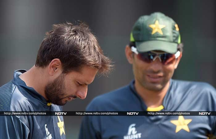 Misbah chit-chatting with Afridi during the practice session at the Shere-e-Bangla National Stadium in Mirpur, Dhaka.
