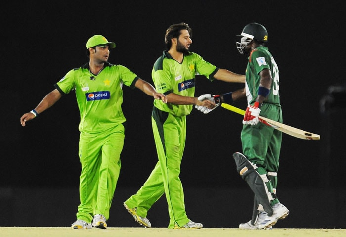 Bangladeshi cricketer Mohammad Mahmudullah congratulated by Pakistan captain Shahid Afridi and Imran Farhat after the conclusion of the fifth ODI of the Asia Cup at the Rangiri Dambulla International Cricket stadium in Dambulla. (AFP Photo)