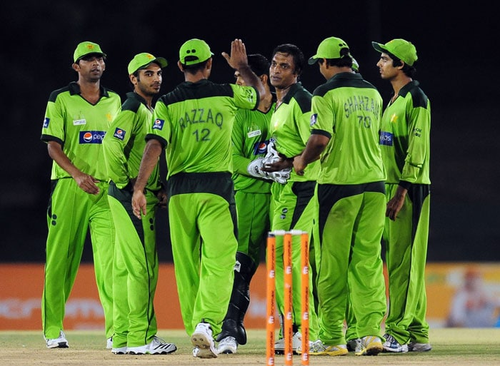 Shoaib Akhtar celebrates with his teammates after he dismissed Junaid Siddique during the fifth ODI of the Asia Cup between Pakistan and Bangladesh at the Rangiri Dambulla International Cricket stadium in Dambulla. (AFP Photo)