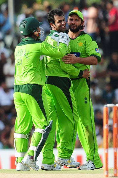 Shahid Afridi and wicketkeeper Kamran Akmal congratulate Shoaib Malik after the dismissal of Mahela Jayawardene during the first ODI of the Asia Cup. (AFP Photo)