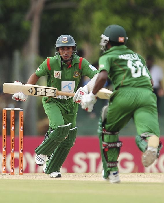 Bangladeshi cricketer Mohammad Ashraful and teammate Imrul Kayes run between the wickets during the second ODI of the Asia Cup, played at the Rangiri Dambulla International Cricket stadium in Dambulla. (AFP Photo)