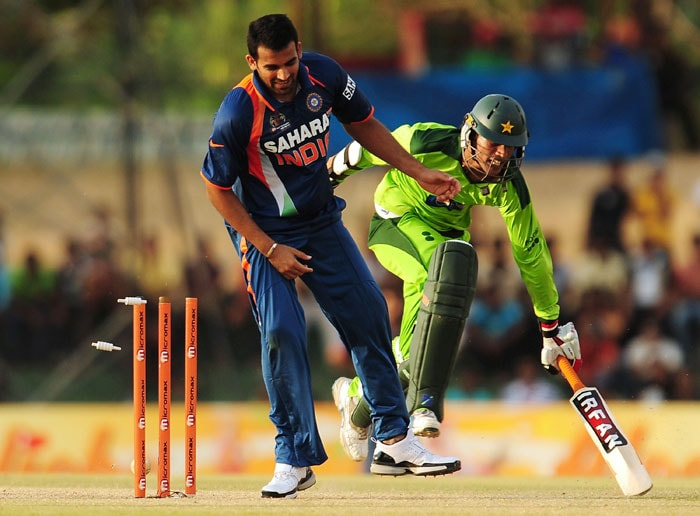 Zaheer Khan attempts to run out Mohammad Aamer during the fourth ODI of the Asia Cup between India and Pakistan at the Rangiri Dambulla International Cricket stadium in Dambulla. (AFP Photo)
