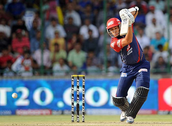 Among the overseas players, who were put back for auction today, Ross Taylor fetched most, albeit at base price of Rs 2 crore from the Delhi Daredevils. The former Kiwi skipper is in brilliant form with the bat.