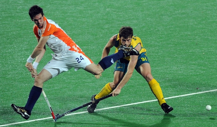 Australian hockey player Fergus Kavanagh (R) in action against the Netherlands' Robert van der Horst (L) during their World Cup 2010 semifinal match at the Major Dhyan Chand Stadium in New Delhi. (AFP Photo)