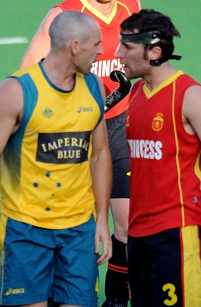 Australian hockey player Glenn Turner and Spanish hockey player Sergi Enrique (R) exchange words during their World Cup 2010 match at the Major Dhyan Chand Stadium in New Delhi. (AFP Photo)