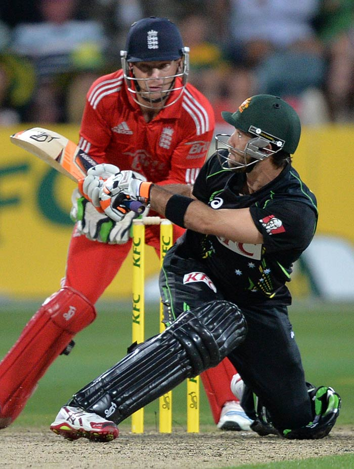 Glenn Maxwell scored 20 off 13 balls, included a six off a reverse sweep to keep Australia's scoring rate high.