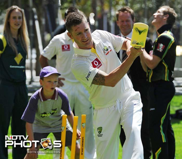 Members of the Australian national side enjoyed some time with junior cricketers during the launch of the Australian cricket season in Sydney.<br><br>Here is a look. (AFP images)